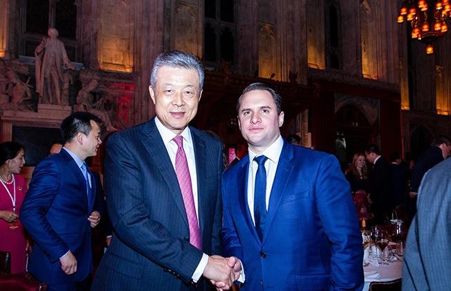 中国驻英国大使刘晓名先生热烈欢迎Mark Gemma等领峰集团成员参加盛宴