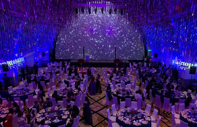 全体领峰人盛装出席领峰晚宴,共同庆祝一年一度企业盛事。