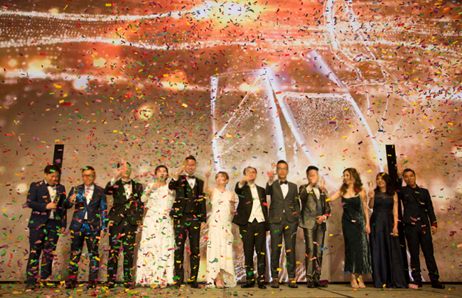 管理层祝酒仪式拉开2019领峰集团新加坡星梦之夜序幕。